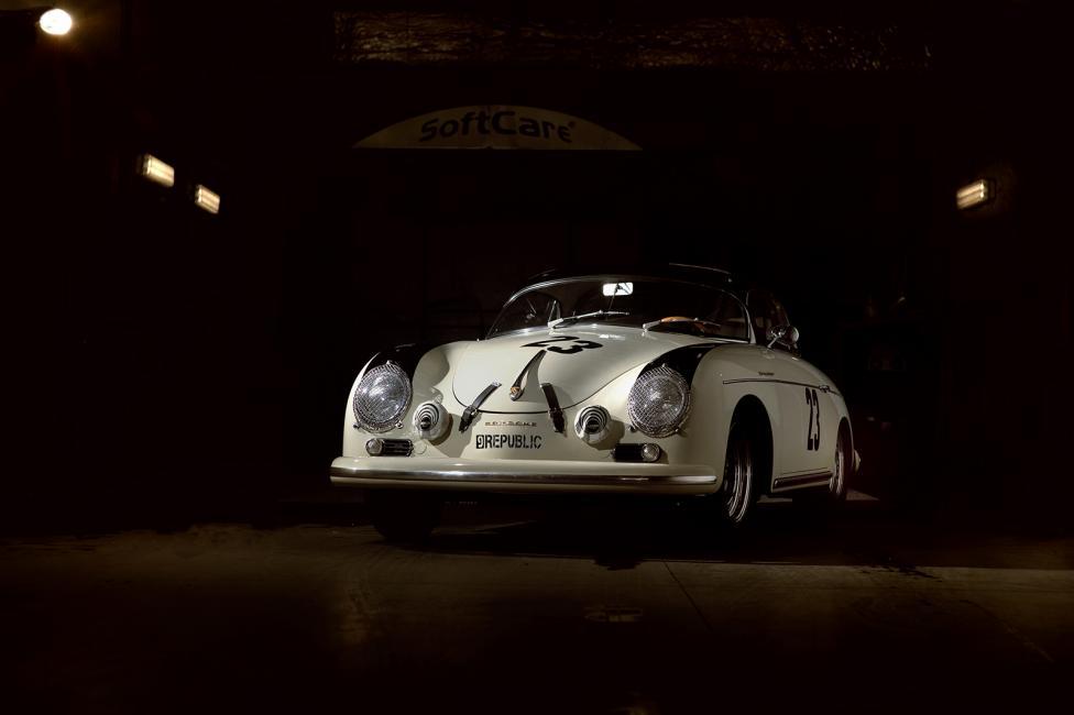 Fotografía de José Bueno para Nthephoto. Este Porsche 356 blanco la hice primero en mi cabeza, me explico. Cuando vi el túnel que acababa en un lavadero en el Centro Porsche Madrid Oeste se me ocurrió la foto y en cuando tuve la ocasión de disponer de un coche que encajase, la hice. Tan solo utilicé un flash SB900 y la cámara con un 85mm.