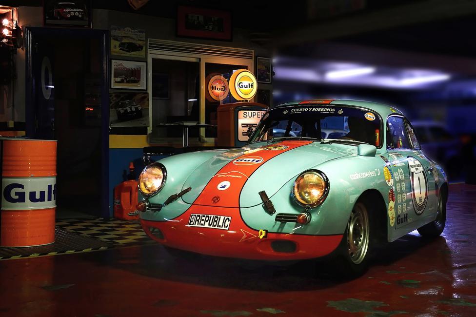 Fotografía de José Bueno para Nthephoto. Esta foto de un Porsche 356 Gulf, fue hecha por casualidad ya que quedé con el dueño para hacer un reportaje de ese coche en exteriores y me encontré un garaje perfecto. Trípode y foto hecha.