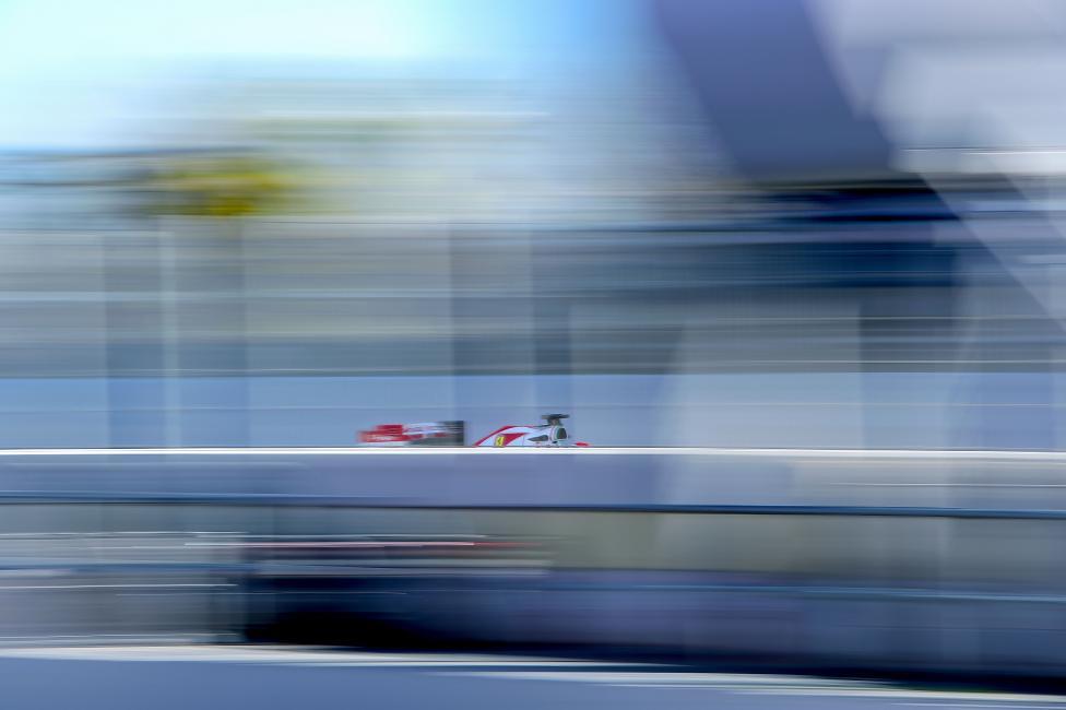 Fotografía de Joan  Cros para Nthephoto. El piloto Finlandés, Kimmi Raikkonen  pilotando su Ferrari durante el Gp de F1.